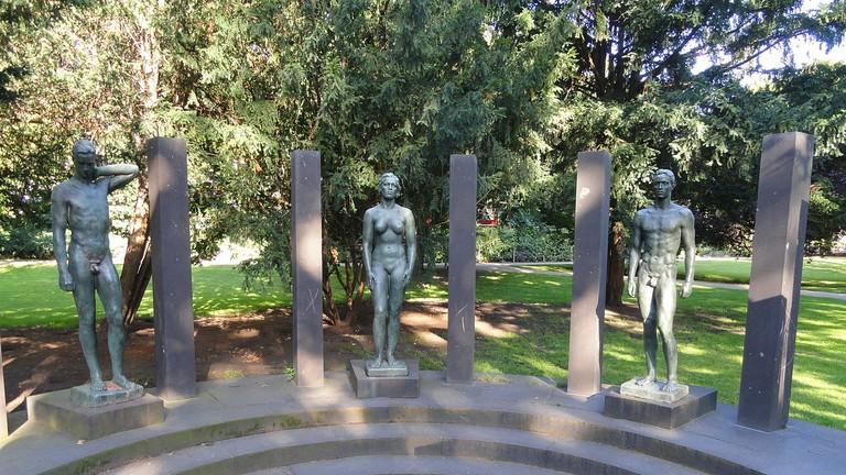 1280px-Ring_der_Statuen,_Georg_Kolbe_-_Rothschildpark_-_Frankfurt_am_Main_-_DSC02347