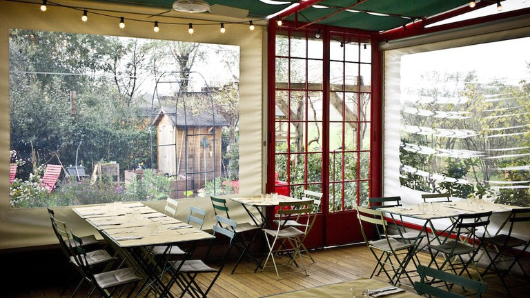 Countryside vibes on the patio at Erba Brusca restaurant in Milan | © and Courtesy Erba Brusca