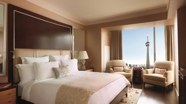 3.-Room-with-a-view-at-the-Ritz4-650x356