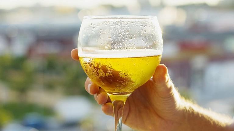 763px-Copa_de_cerveza_-_Barbara_M