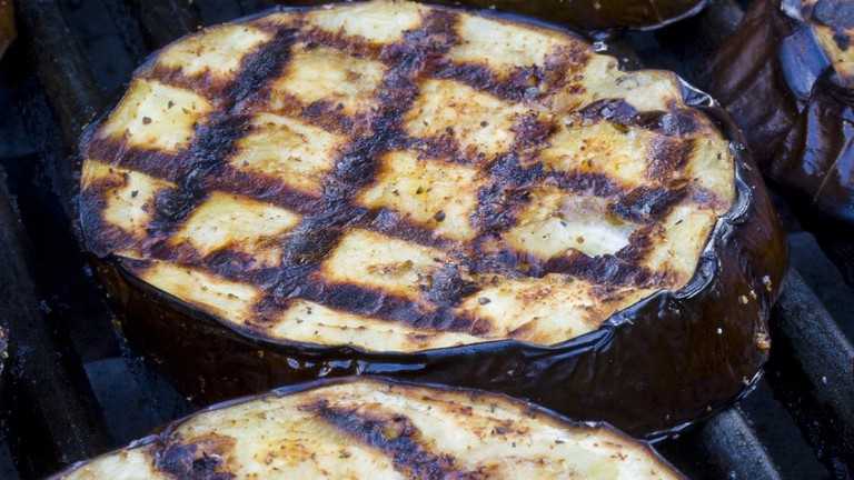 Grilled eggplant © woodleywonderworks / Flickr