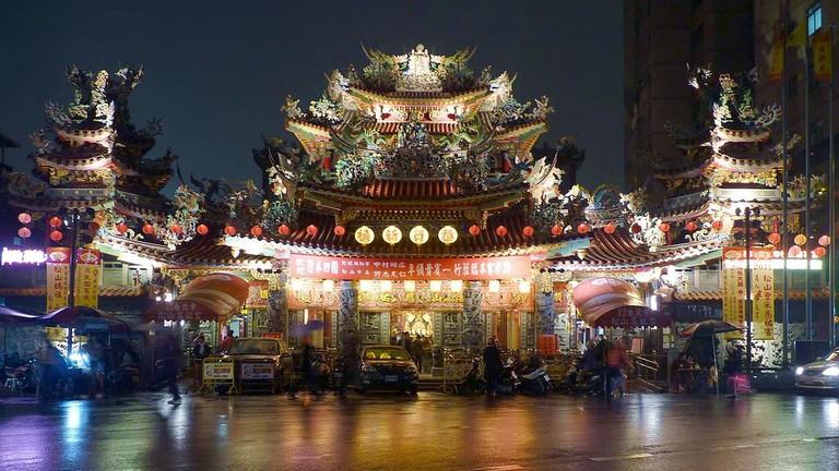 1024px-Taipei_Ciyou_Temple_facade