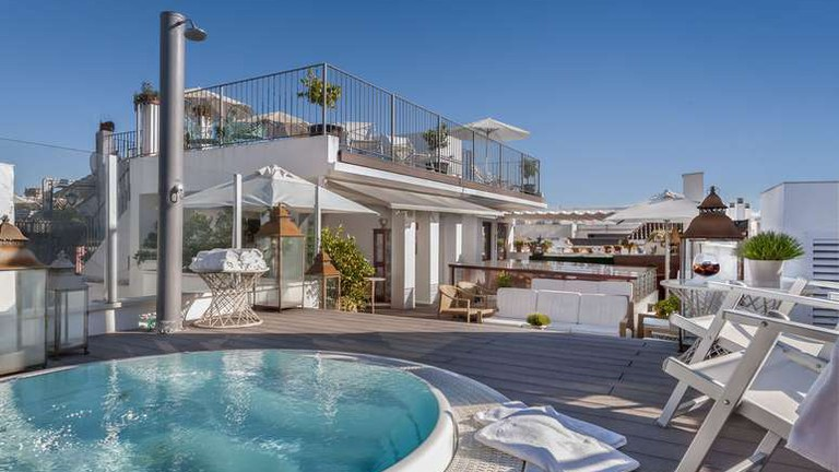 You'll love the rooftop pool at the Amadeus Hotel © Hotels.com