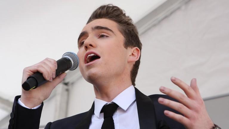 Singer Harrison Craig performs in Chatswood © Eva Rinaldi / Flickr
