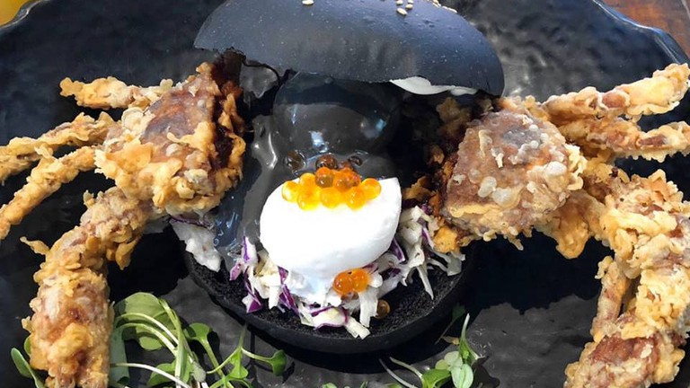 Soft-shell crab 'Black Benedict' burger © Chimichuri
