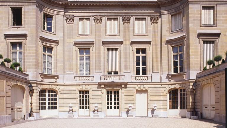 The Musée Nissim de Camondo was designed by architect René Sergent in 1911