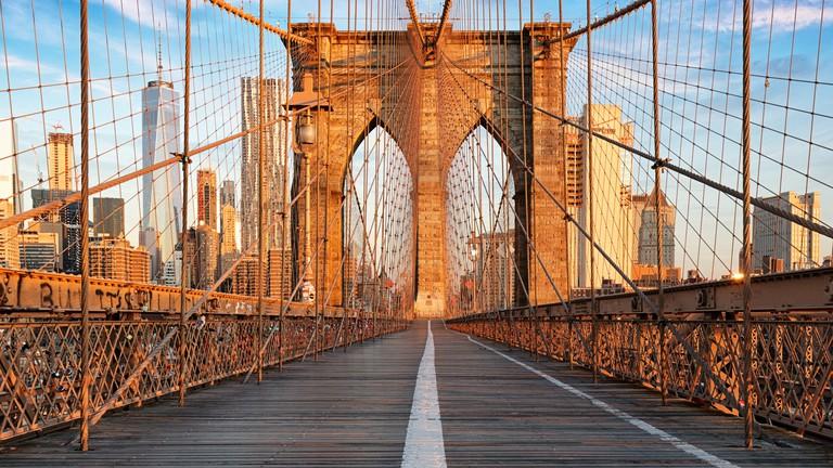 The Brooklyn Bridge connects Lower Manhattan to Brooklyn Heights