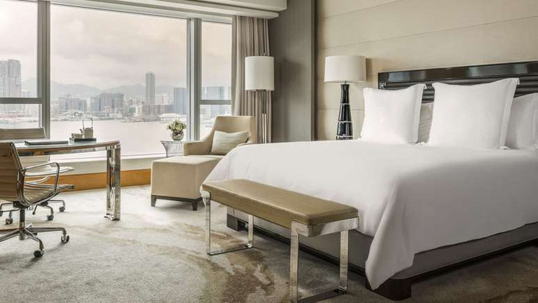 Four Seasons Hotel Hong Kong houses four restaurants and two bars