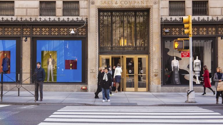 Saks & Company Department Store, Fifth Avenue, Manhattan, New York City, USA.