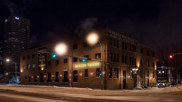 Hook up bars Edmonton Vitesse noire datant de NYC