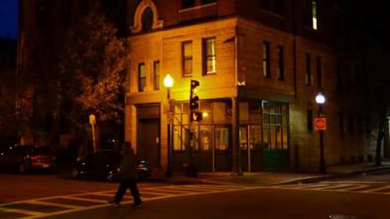 Hook up bars Boston rencontres en ligne gratuites pour plus de 40 ans
