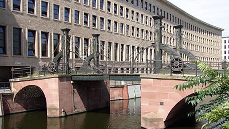 Model Hooker in Bridge