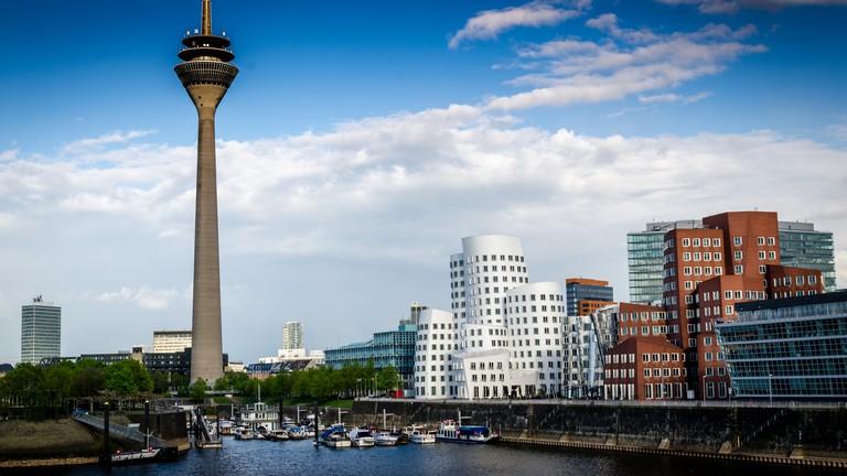 bc876da50dea5c The Best Pub Crawls and Night Tours to Take in Düsseldorf