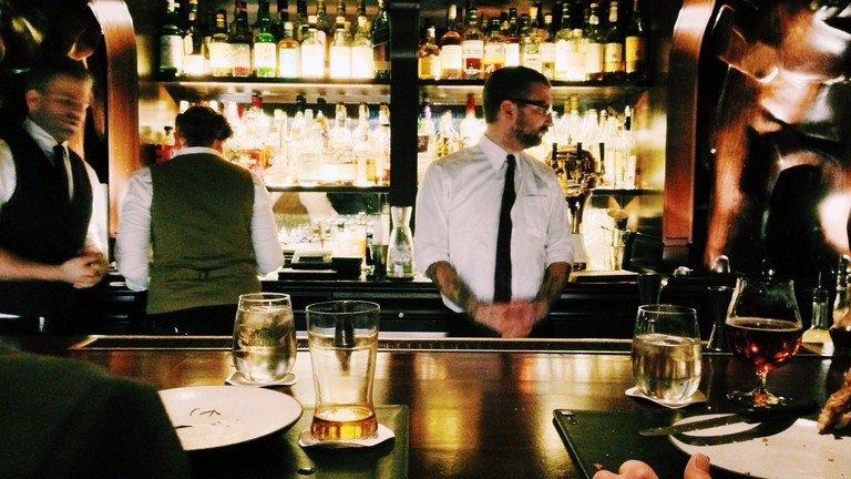 Bar Waiter   © Unsplash/Pixabay