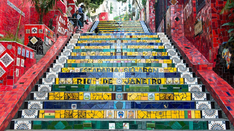 Escadaria Selaron, the famous steps in Lapa |© vincentraal/Flickr