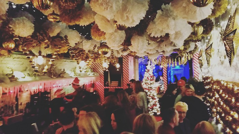 Dc Christmas Pop Up Bar.Christmas Pop Up Bar Returns To Dc