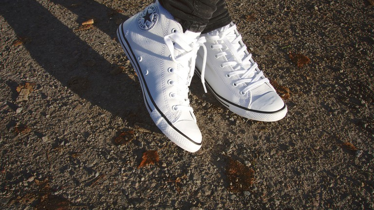 White sneakers © Maria Morri/Flickr