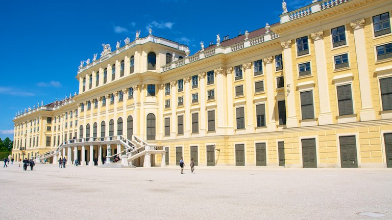 The back entrance of the palace    © joenevill / Flickr
