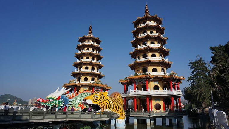 Kaohsiung Dragon and Tiger temple in Lotus Pond | © Rybloo / Wikimedia