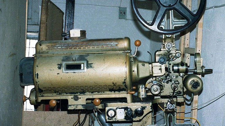 35mm projector|©Adamantios/wikipedia