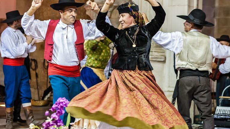 Spanish portuguese dance song