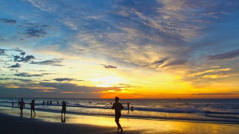 Running on the beach   © Amateur Pic / publicdomainpictures