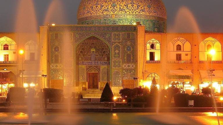 Sheikh Lotfollah Mosque at dusk | © Always Shooting / Flickr
