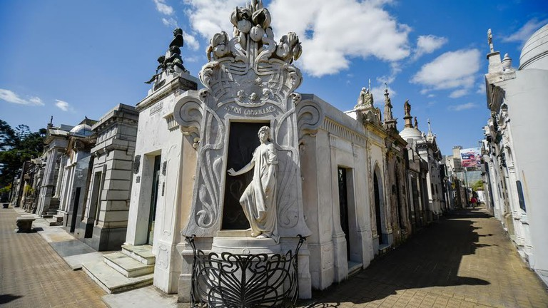 """Résultat de recherche d'images pour """"the Recoleta Cemetery buenos aires"""""""
