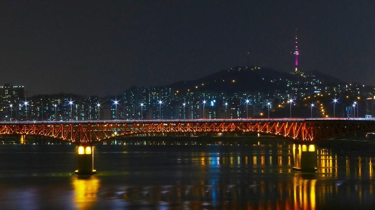 Seongsu Bridge and N Seoul Tower | © travel oriented/Flickr
