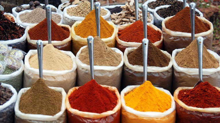 The Amazing Health Benefits of 12 Herbs and Spices