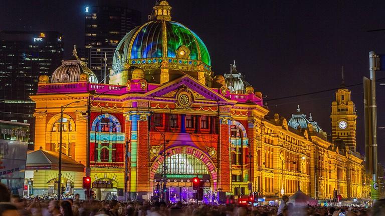 https://commons.wikimedia.org/wiki/File:Flinders_Street_Station_during_White_Night.jpg