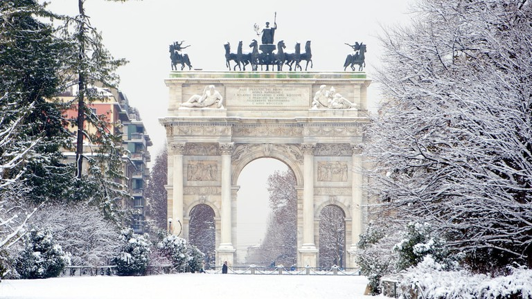 Peace Arch covered with snow in Milan, Italy   © Paolo Bona/Shutterstock