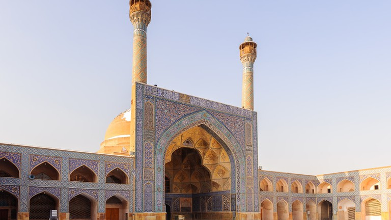 Etiquette 101: The Dos and Don'ts of Visiting Mosques in the