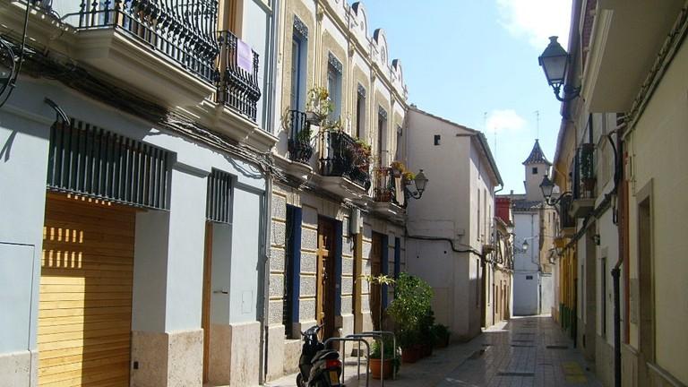 The narrow streets of Benimaclet, Valencia. Photo © Flickr/pretphoto