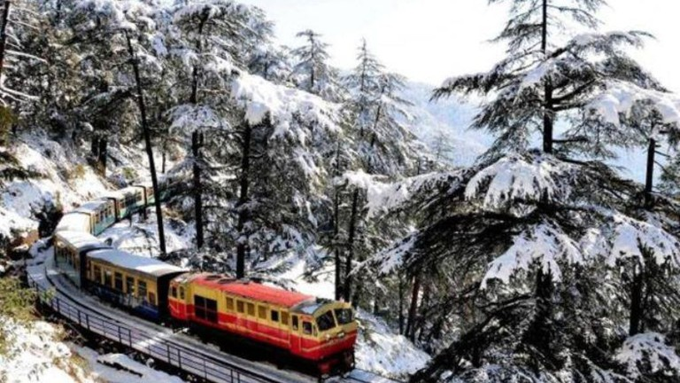 Kalka Shimla Toy Train in Winter | © Jannat-e-Shimla / Facebook