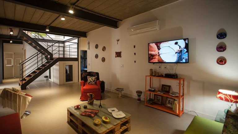 The common area at Gaia Comfort Hostel