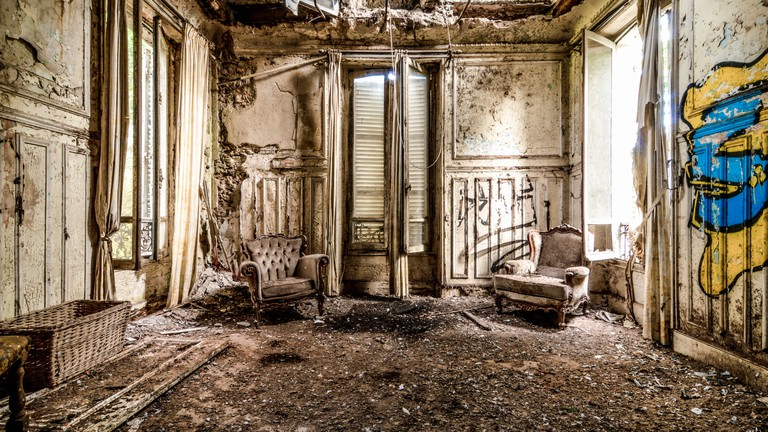 These Spooky Abandoned Sites Around Paris Will Give You Chills