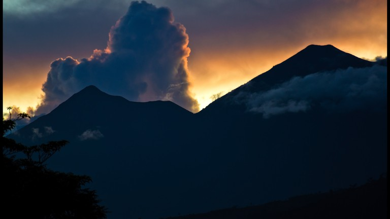 Sunset over Fuego and Acatenango volcanoes in Guatemala © Guillen Perez / flickr