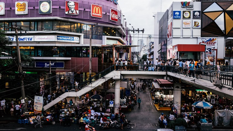 Thronging streets in Bangkok's neighbourhood of Victory Monument   © Tony / Flickr