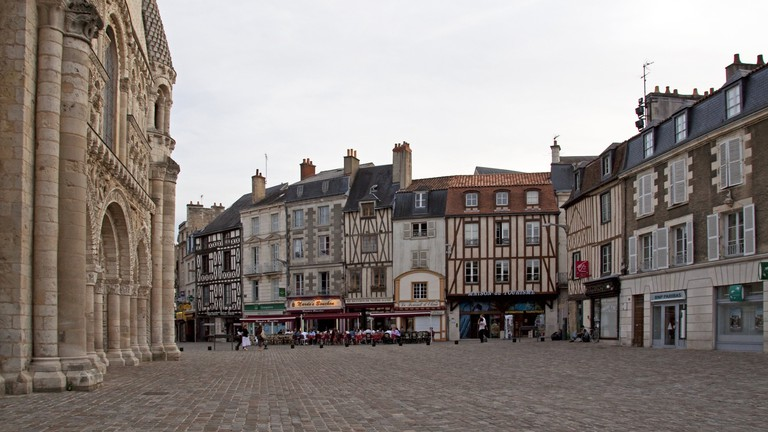Discover the architectural landmarks of Poitiers' historic center