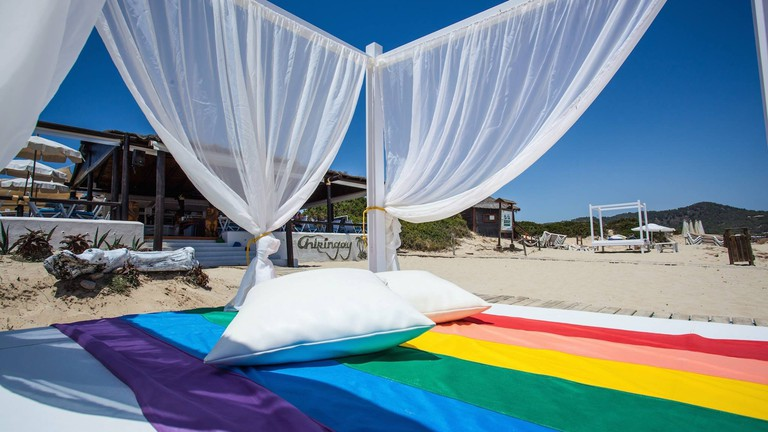 Rainbow daybed at the Chiringay