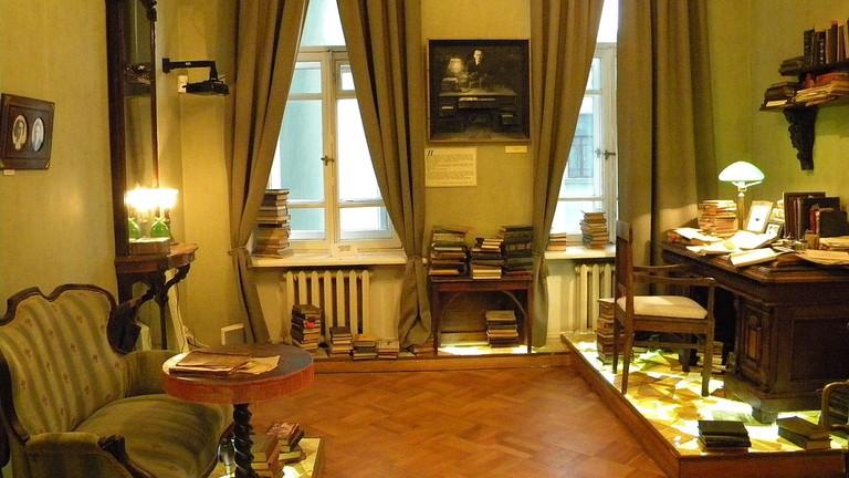 A room in the Bulgakov museum   © Tothkaroj/Wikimedia Commons