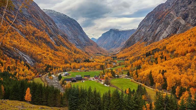 طبیعت پاییزی کوه های نروژ