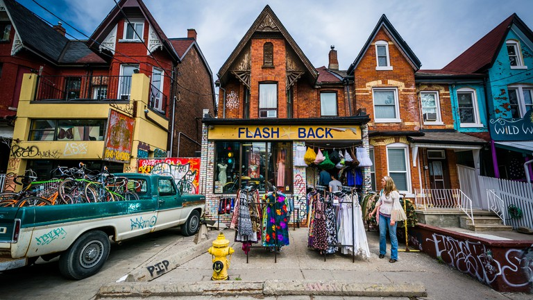G1BNJ5 Shop on Kensington Avenue at Kensington Market, in Toronto, Ontario.