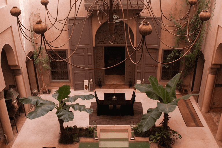 With its own library and a log burning fire, Riad Noir D'Ivoire is dedicated to comfort