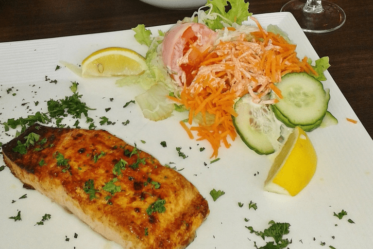 Diners can enjoy a tasty soup or sandwich for lunch and try one of the venue's specialities, such as wild salmon, certified black angus steak etc.