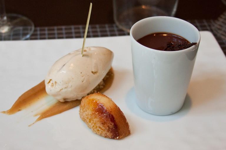 Dessert at Ze Kitchen Galerie | ©Neil Conway/Flickr