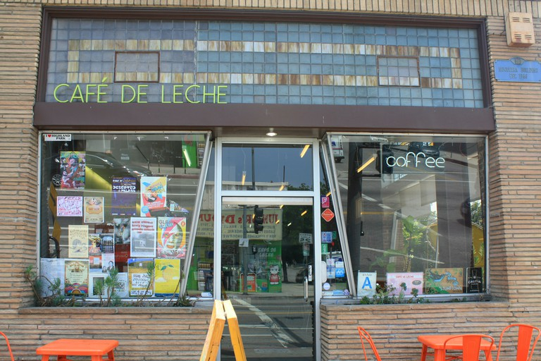 Cafe de Leche, York Boulevard