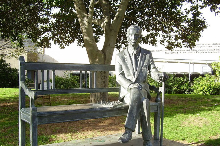 Jan Karski Statue in Tel Aviv University