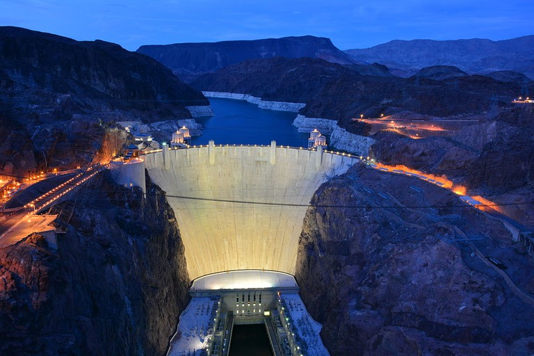 Hoover Dam at Night | © Gayinspandex/Wikicommons